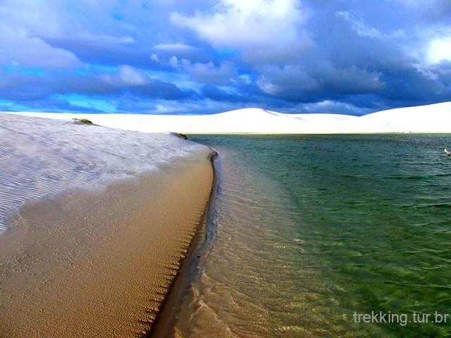Diversas lagoas no interior do campo de dunas